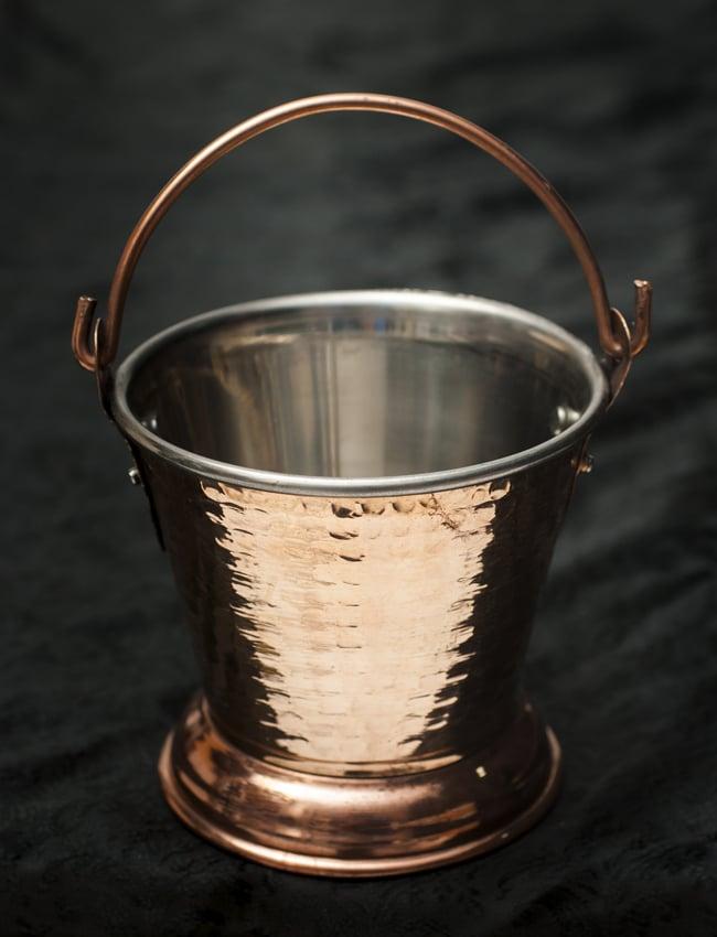 槌目付き 銅装飾のアイスペールの写真