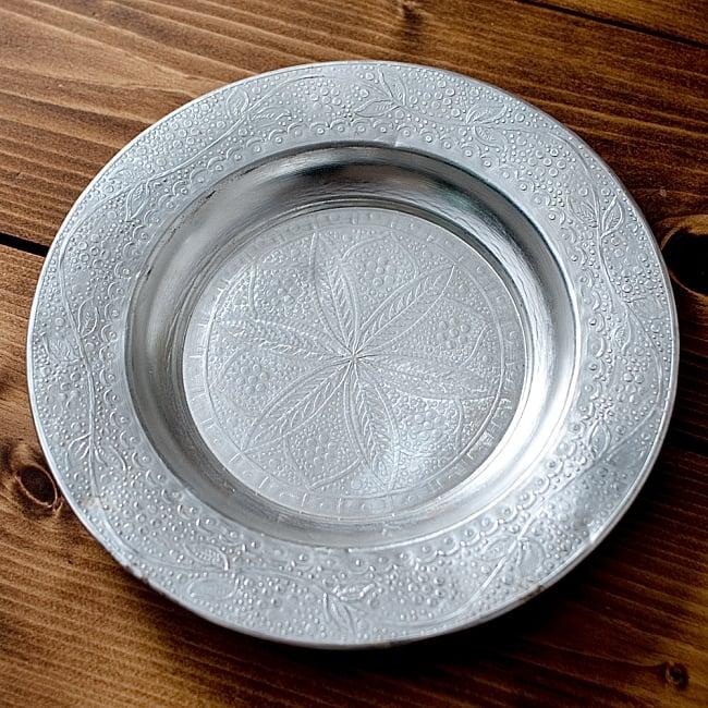 インド伝統唐草エンボスのアルミ皿【直径:18.5cm】の写真