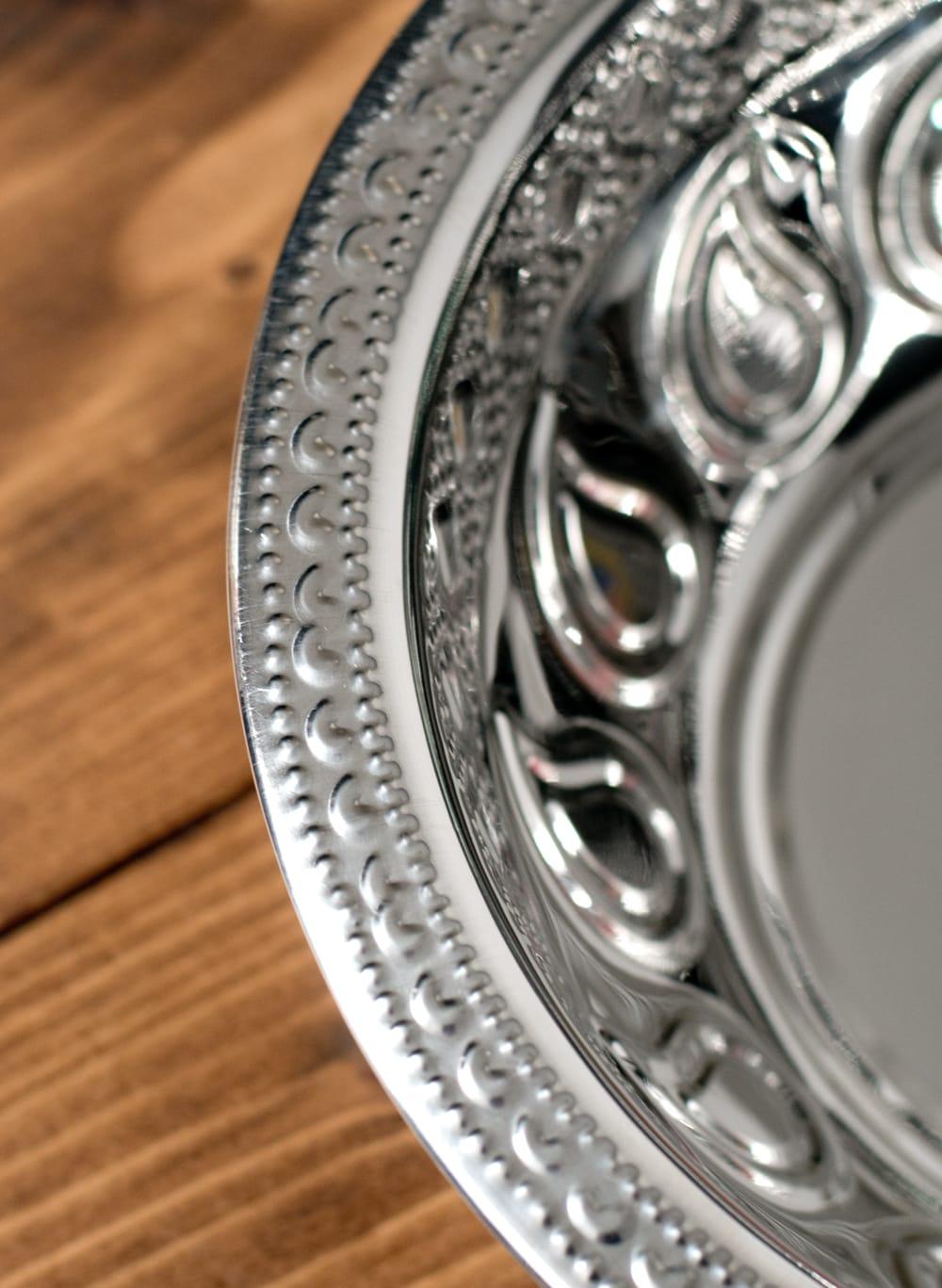 ペイズリーエンボスのアルミ皿【直径:21.5cm】 3 - 縁の写真になります