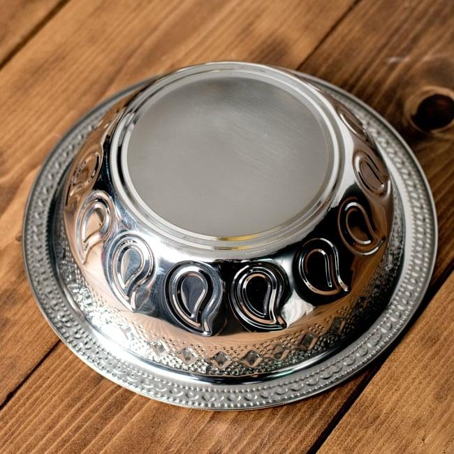 ペイズリーエンボスのアルミ皿【直径:21.5cm】の写真5 - 裏面を見てみました。