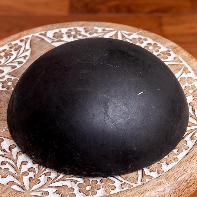 メヘンディボウル ヘナパウダーを混ぜる鉄鍋【約:18cm】の写真5 - 裏面の写真です