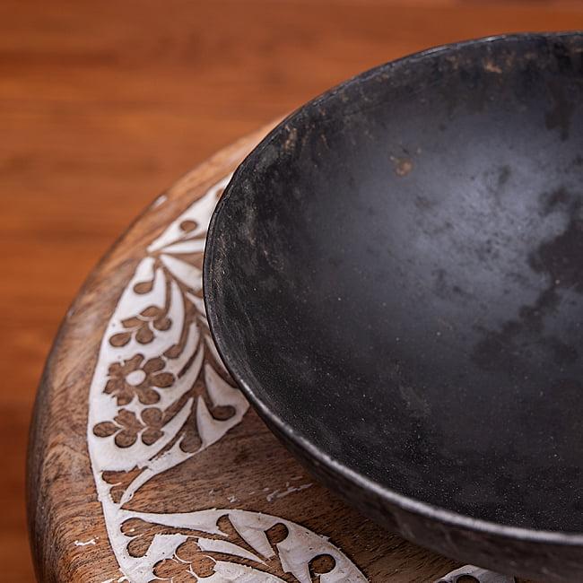 メヘンディボウル ヘナパウダーを混ぜる鉄鍋【約:18cm】 6 - フチの拡大写真です