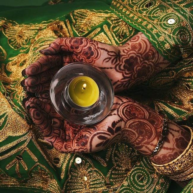 メヘンディボウル ヘナパウダーを混ぜる鉄鍋【約:18cm】の写真8 - このようなメヘンディーをする際、ペースト作りでこのボウルを使用します