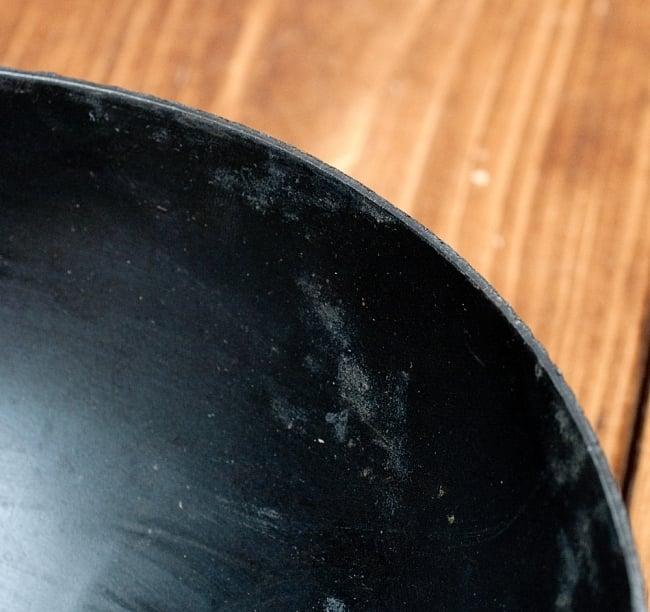 メヘンディボウル ヘナパウダーを混ぜる鉄鍋【約:21cm】の写真6 - フチの拡大写真です