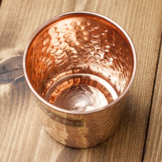 インドの鎚目付き銅装飾コップ【高さ:9cm×直径:7.5cm】 2 - 内側の写真です