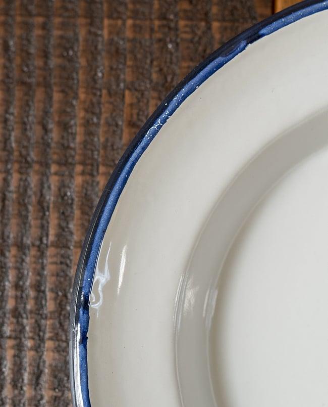 印度琺瑯 アンティーク調のホーロー スーププレート - 22cm 3 - インドで作られているので、塗装にムラやカケがあります。ハンディクラフトの特性の味わいがあります。