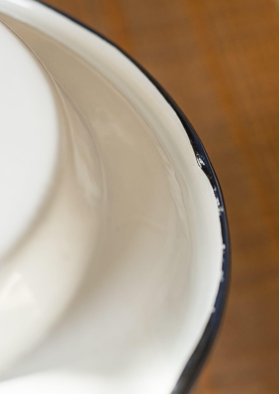 印度琺瑯 アンティーク調のホーロー スーププレート - 22cm 6 - 裏面のふちの様子です。