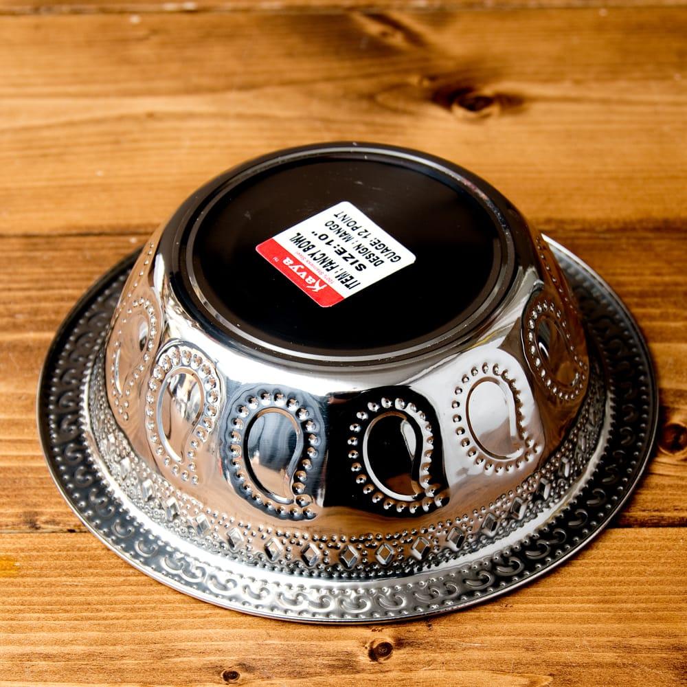ペイズリーエンボスのアルミ皿 ボウル【直径:19.5cm】 5 - 裏面の写真です