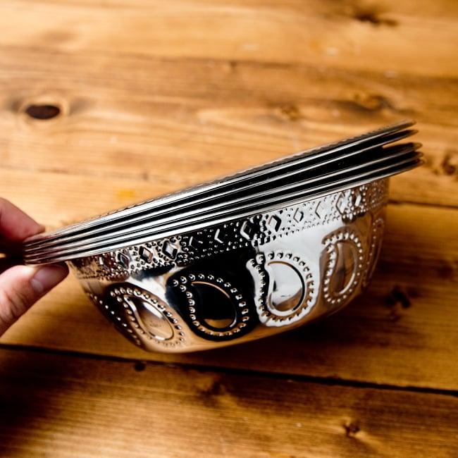 ペイズリーエンボスのアルミ皿 ボウル【直径:19.5cm】の写真7 - 重ねて収納できるので便利な食器です