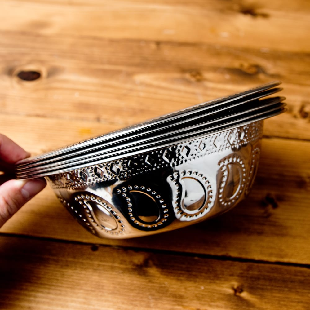 ペイズリーエンボスのアルミ皿 ボウル【直径:19.5cm】 7 - 重ねて収納できるので便利な食器です