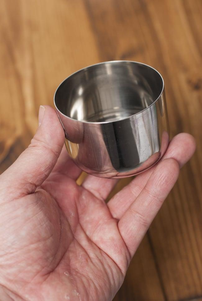 中ぶた付き 円形スパイスボックス[21cm] 8 - 小皿を手にとってみました。