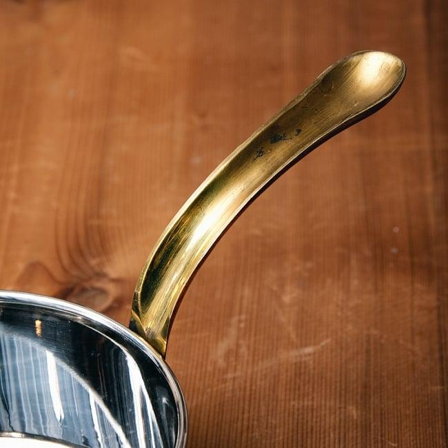 槌目付き 銅装飾のロイヤルソースパン(12.8cm×5.4cm) 3 - 持ち手の部分もとても綺麗なフォルム