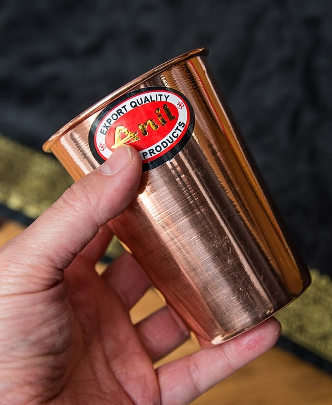 【祭壇用】銅製ラッシーグラス 【高さ:10.5cm】 6 - 手に取るとこれくらいの大きさです。