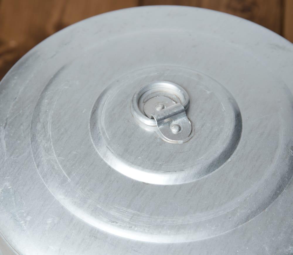 ネパールの餃子モモ用のスチーマー[20cm] 4 - 蓋の部分のアップです