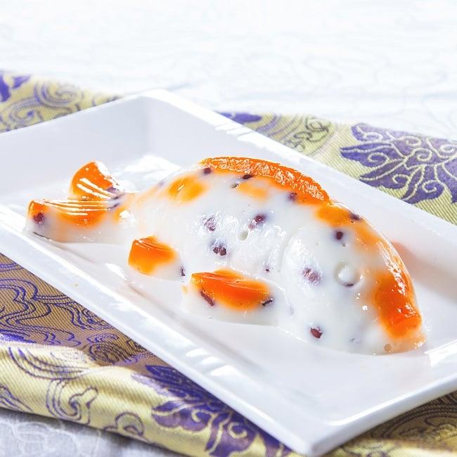 縁起の良い鯉 魚の形をしたアルミニウム製 お菓子の型 - 20cm 2 - 類似品の使用例です。日本のように鯉を縁起物とする、アジアの地域でこのようなお菓子を作るときの型に使われています。