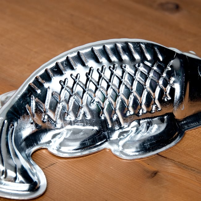 縁起の良い鯉 魚の形をしたアルミニウム製 お菓子の型 - 20cm 5 - 横からの写真です