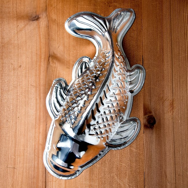 縁起の良い鯉 魚の形をしたアルミニウム製 お菓子の型 - 27cm 3 - 上からの拡大写真です