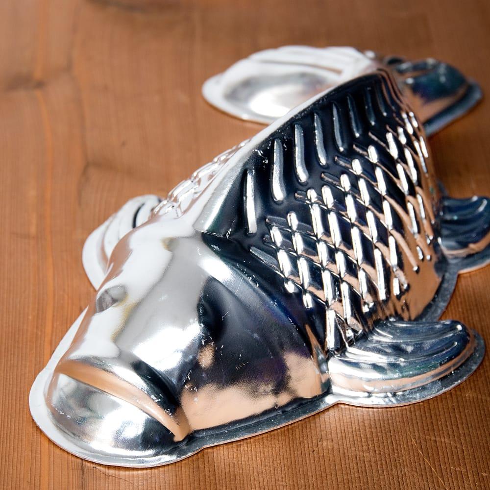 縁起の良い鯉 魚の形をしたアルミニウム製 お菓子の型 - 27cm 4 - 拡大写真です