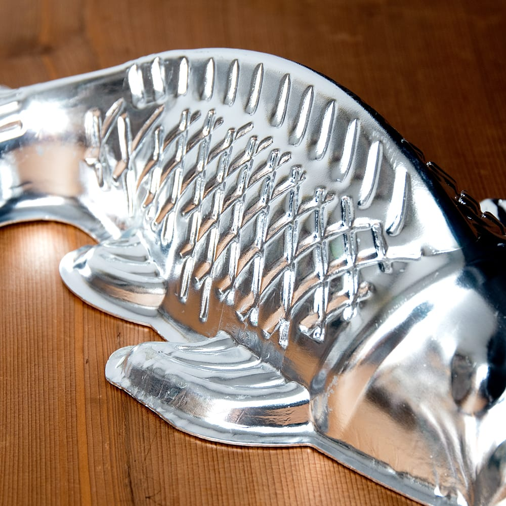 縁起の良い鯉 魚の形をしたアルミニウム製 お菓子の型 - 27cm 5 - 横からの写真です