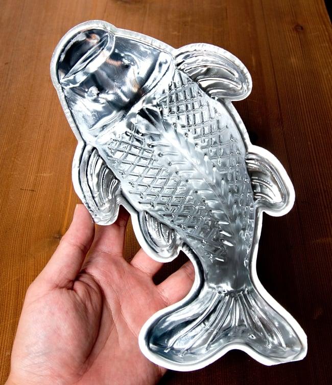 縁起の良い鯉 魚の形をしたアルミニウム製 お菓子の型 - 27cm 8 - このくらいのサイズ感になります