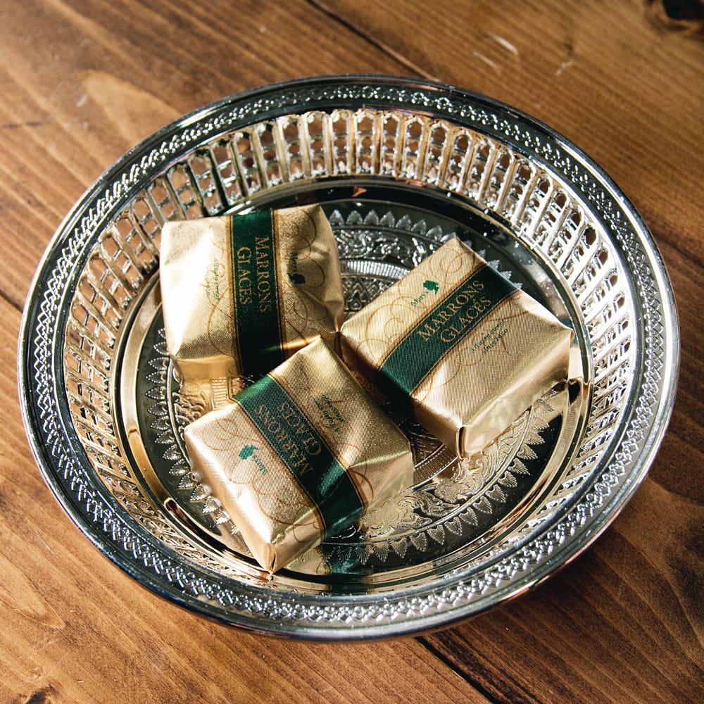 タイのお供え入れ 飾り皿 ゴールドとシルバー〔約16.5cm〕 2 - 上に置いた物がよく映えます。お供え用だけではなく、果物などを置いたり様々な用途にご使用いただけます。