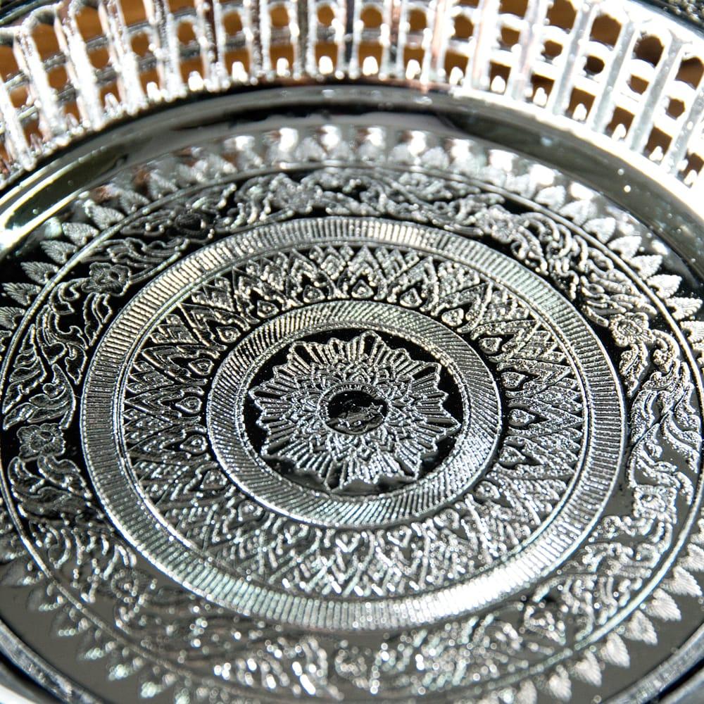 タイのお供え入れ 飾り皿 ゴールドとシルバー〔約16.5cm〕 4 - 拡大写真です
