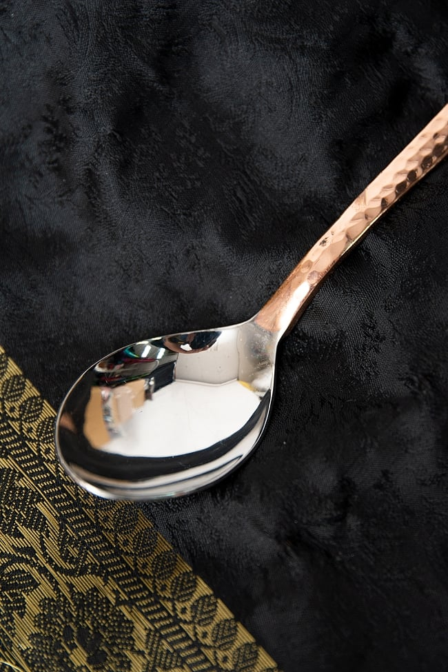 銅装飾槌目仕上げ カレースプーン 3 - つややかなステンレスが用いられています。