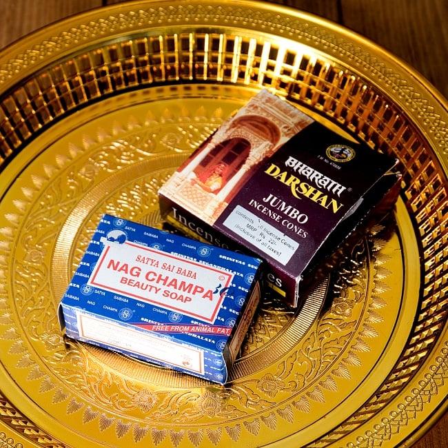 タイのお供え入れ 飾り皿 ゴールドとシルバー〔約31.5cm〕 7 - いろいろな物を置くことができます