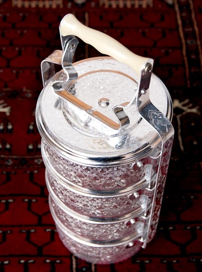 【4段】タイのアルミエンボス弁当箱【約37.5cm×約15cm】 9 - このように、上部をスライドさせることで、外れるようになります。