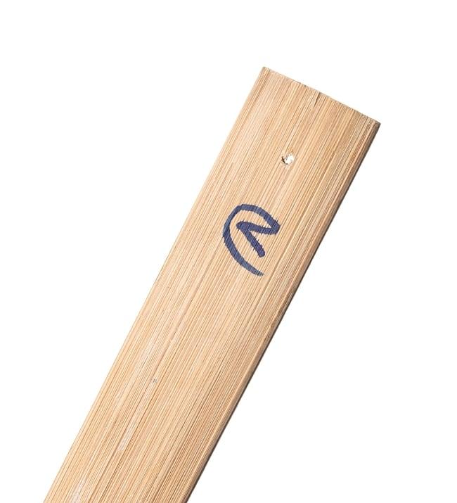 タイの長い麺すくい 5 - 謎の記号が書き込まれています。紐などを通すとフックに掛けられます。