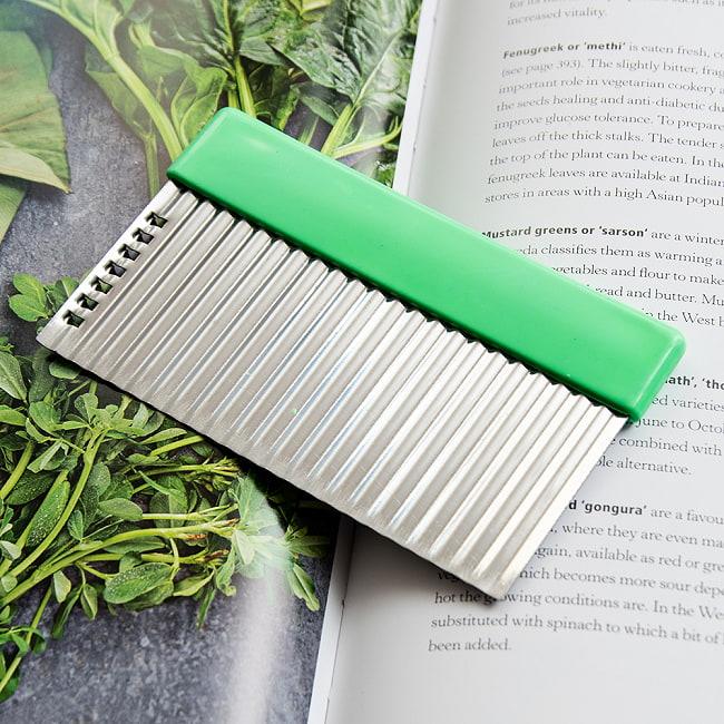 色彩豊かなタイの細切りスライサー付きジグザグカッター 7 - 【選択B:緑色】