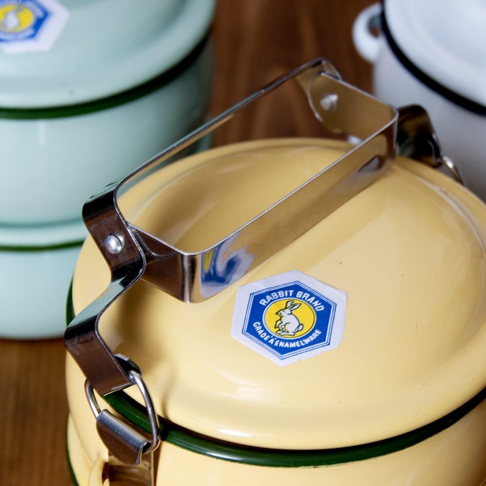 〔2段〕RABBIT BRAND タイのレトロホーローお弁当箱〔約17cm×約13.2cm〕 8 - このように留め金部分がゆるみます