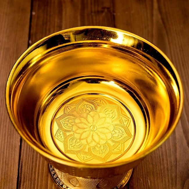 タイのお供え入れ 飾り器 ゴールドとシルバー〔高さ:約16cm 直径:約18cm〕 4 - 上からの写真です