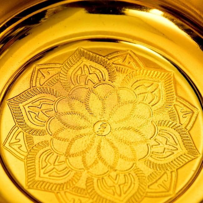 タイのお供え入れ 飾り器 ゴールドとシルバー〔高さ:約16cm 直径:約18cm〕 5 - 綺麗な模様が入っています