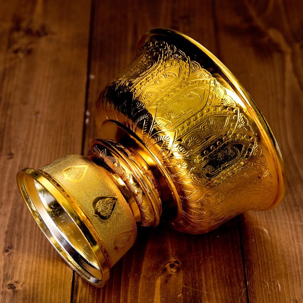 タイのお供え入れ 飾り器 ゴールドとシルバー〔高さ:約16cm 直径:約18cm〕 6 - 横にしたところです