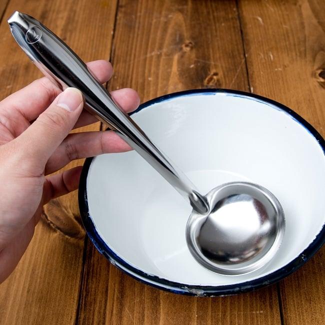 フック付きタイのお玉 約40ml 調味料をすくうのに便利 7 - 液体の調味料をすくったり、鍋をかき混ぜたり、いろいろな用途へご使用いただけます。