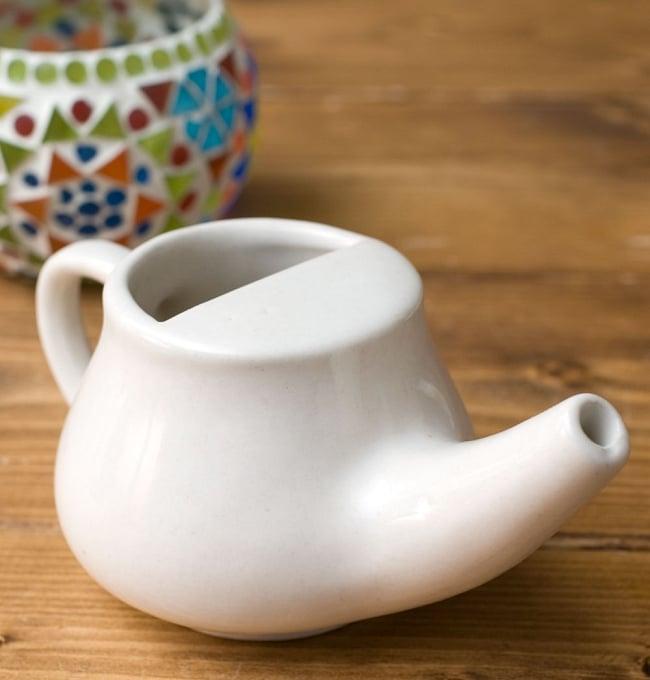 陶器のネティポット(鼻水差し)[ 長さ:約17cm 高さ:8cm] 8 - 同ジャンル品の使用例です