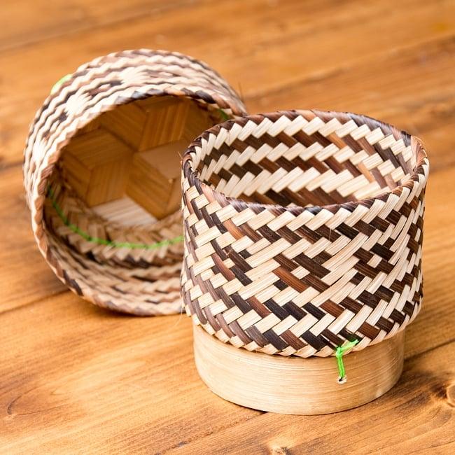 タイの竹製ごはんケース 2 - 開いてみました。本体と蓋のセットです。