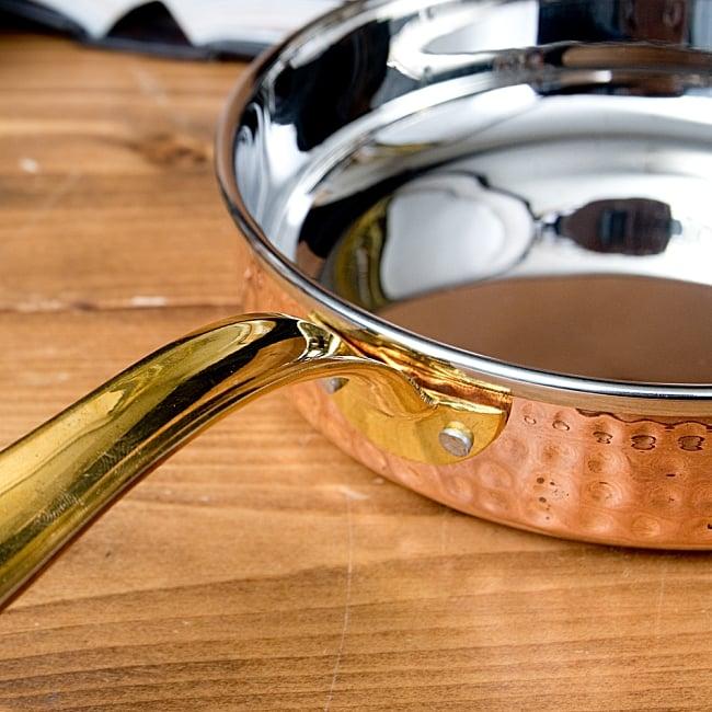 槌目付き 銅装飾のロイヤルソースパン(約16cm×4cm) 4 - 持ち手の部分もとても綺麗なフォルム