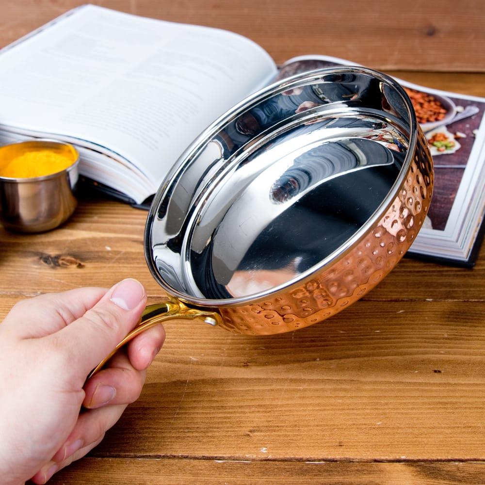 槌目付き 銅装飾のロイヤルソースパン(約16cm×4cm) 8 - このくらいのサイズ感になります