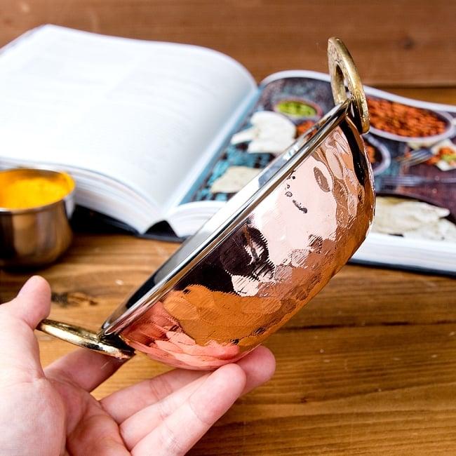 槌目仕上げ 銅装飾のカダイ [装飾持ち手付](直径:約15.3cm) 6 - このくらいのサイズ感です
