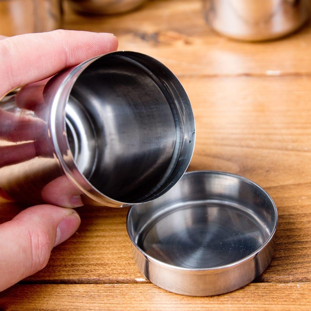 ステンレスのマサラケース・小物入れ[約7.6cm×5.4cm 120ml] 5 - 口も大きく取り出しやすい