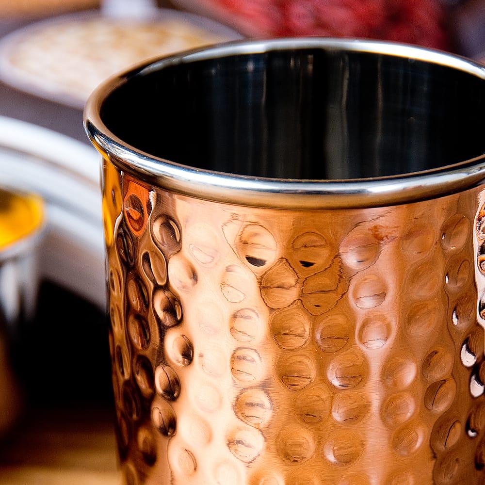 インドの鎚目付き銅装飾コップ【高さ:8.8cm×直径:7.5cm 約290ml】 5 - とても雰囲気があります