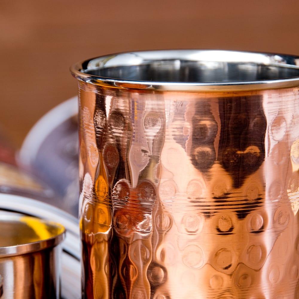 インドの鎚目付き銅装飾コップ【高さ:9.7cm×直径:7.5cm 約300ml】 5 - とても雰囲気があります