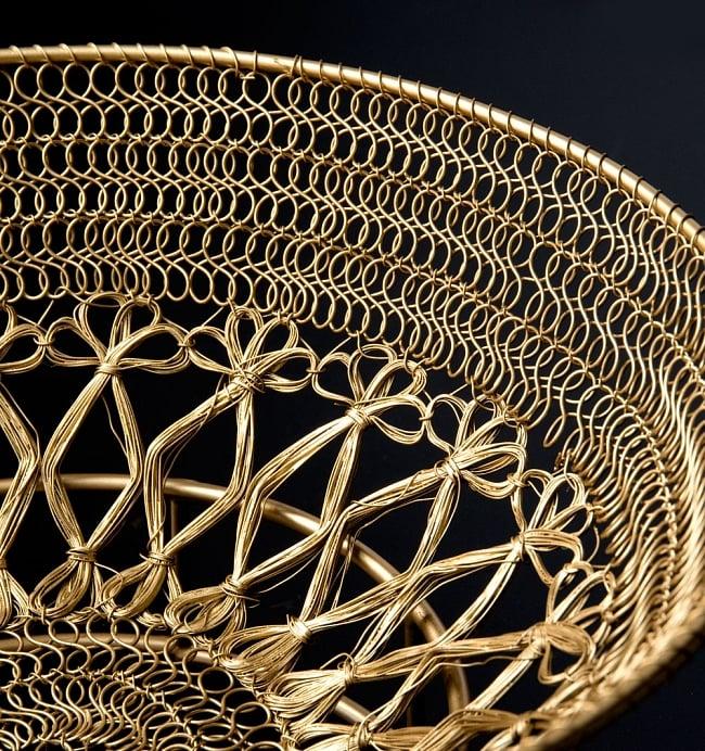 金色のメタルワイヤー飾り皿[直径:30cm] 10 - 黒い背景で全体を撮影しましました