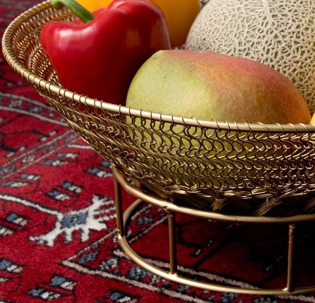 金色のメタルワイヤー飾り皿[直径:30cm] 4 - 絵画のモチーフとして、フルーツを載せてみました