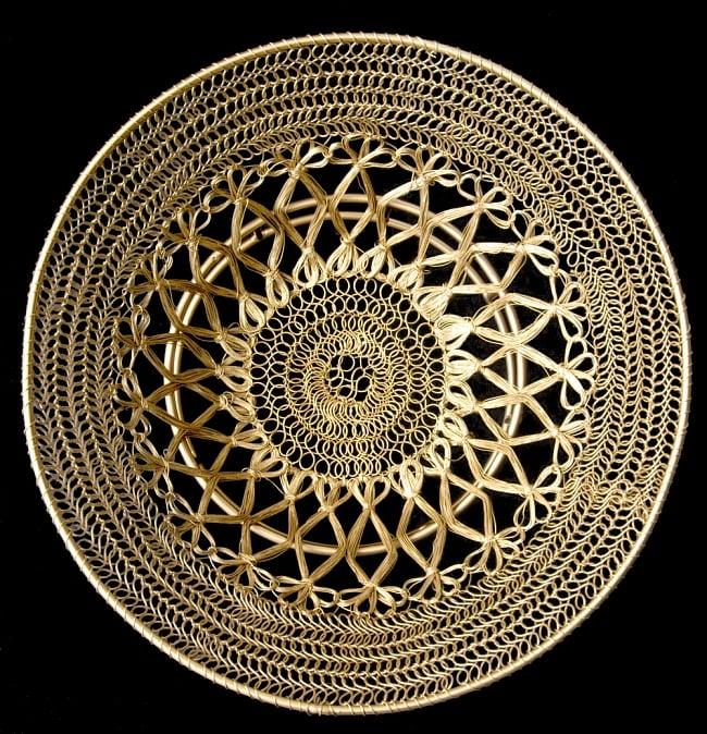 金色のメタルワイヤー飾り皿[直径:30cm] 8 - 黒い背景で全体を撮影しましました