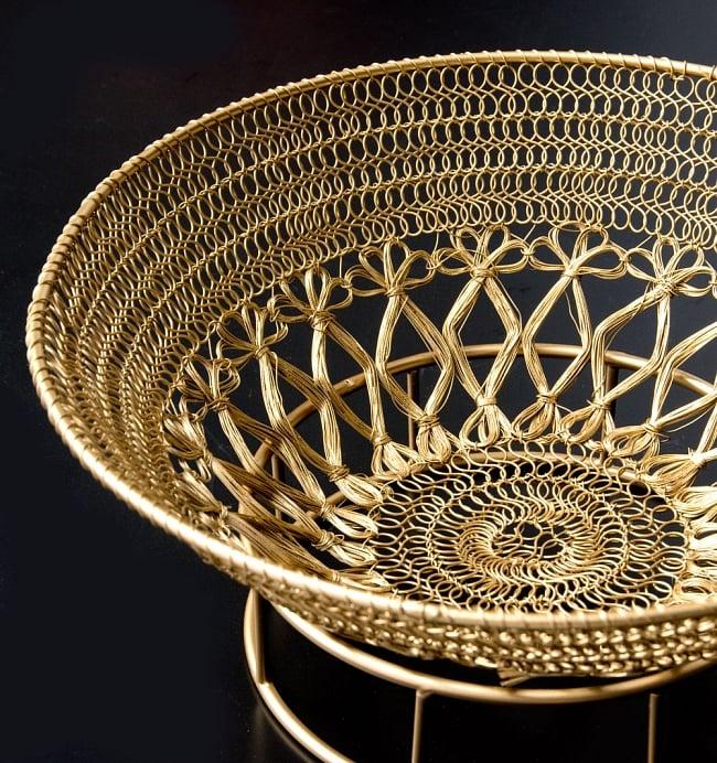 金色のメタルワイヤー飾り皿[直径:30cm] 9 - 黒い背景で全体を撮影しましました