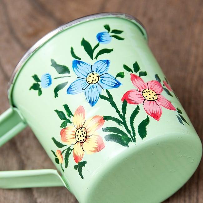 どこか懐かしいレトロテイスト 手描きカシミールペイントのミニマグカップ[直径:6cm x 高さ:5.9cm ] - 小花模様 3 - 拡大写真です