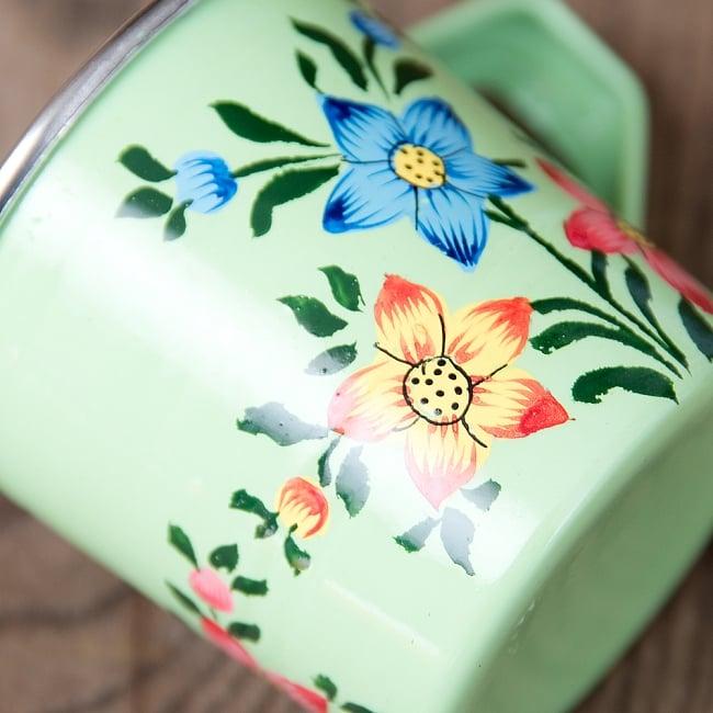 どこか懐かしいレトロテイスト 手描きカシミールペイントのミニマグカップ[直径:6cm x 高さ:5.9cm ] - 小花模様 4 - 丁寧にペイントされています